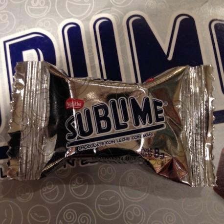 Sublime Bombon de Chocolate con maní Nestlé 8g